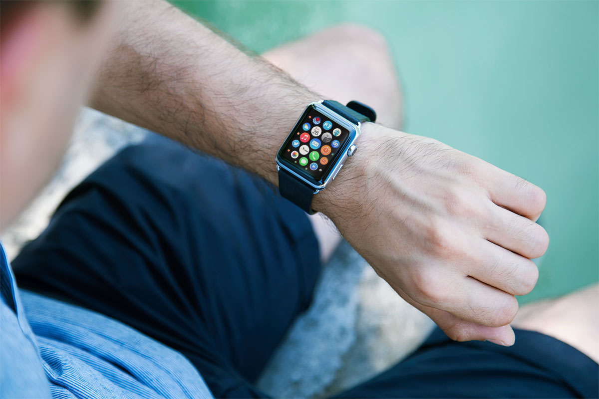 Free-Apple-Watch-Photo-Mockup-PSD-2