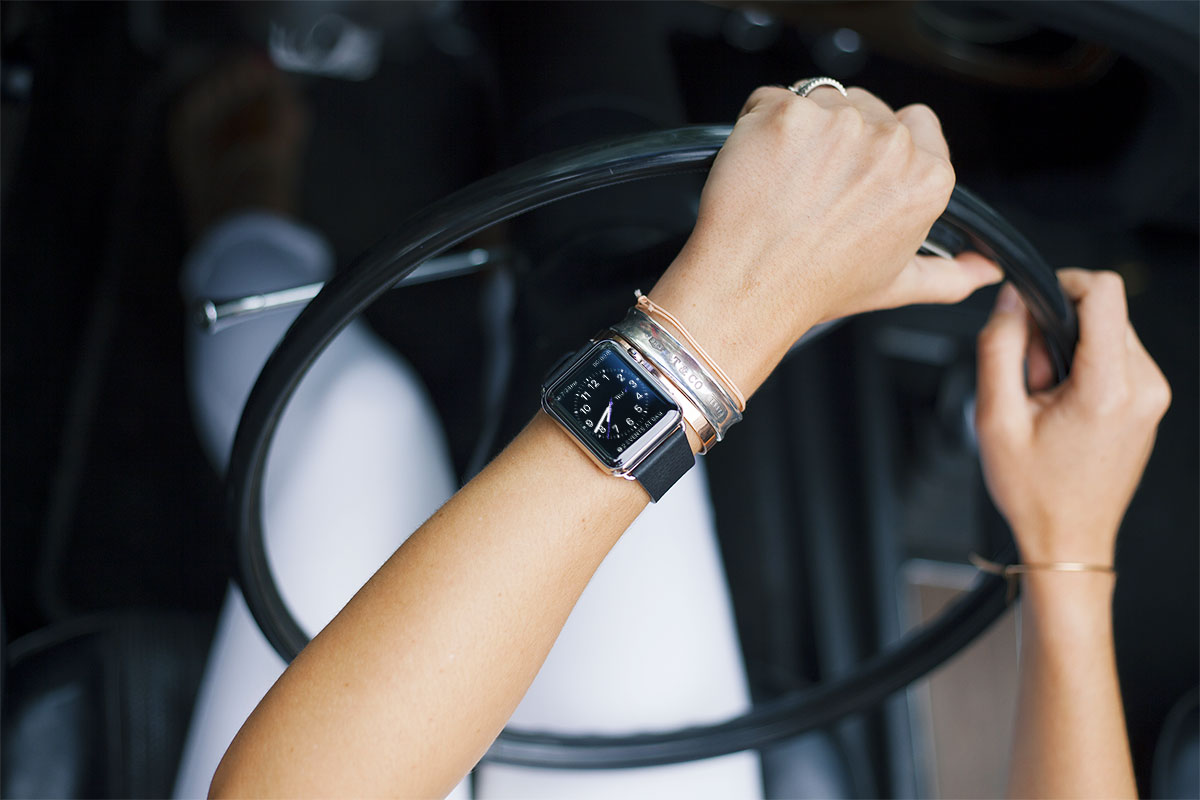 Girl Driving Free-Apple-Watch-Photo-Mockup-PSD