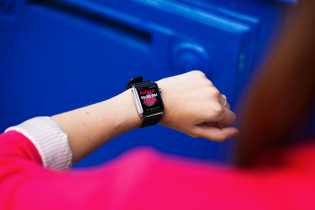 Free-Apple-Watch-Mockup-PSD-on-female-hand