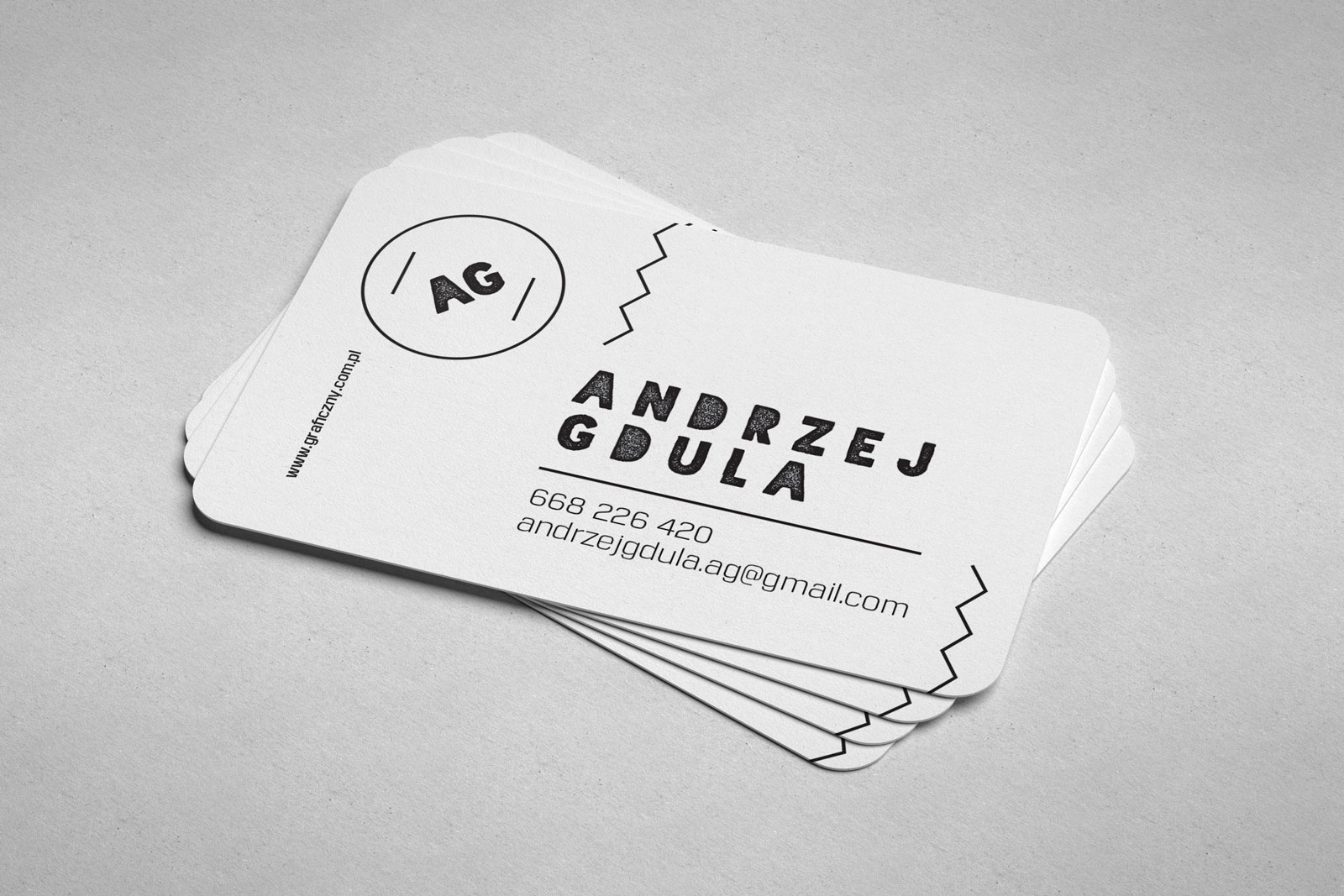 Free Rounded Corner Business Card Mockup PSD