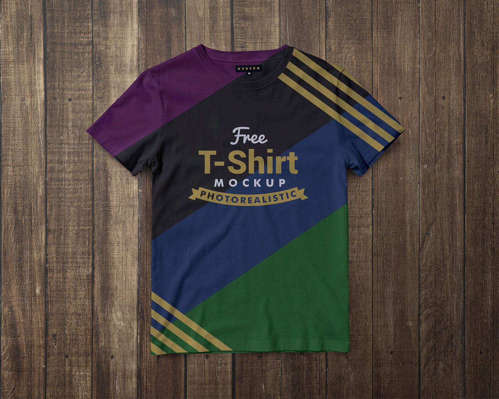 Free-Black-&-White-Half-Sleeves-T-Shirt-Mockup-PSD-1