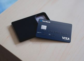 Free-Plastic-Credit-Card-Mockup-PSD