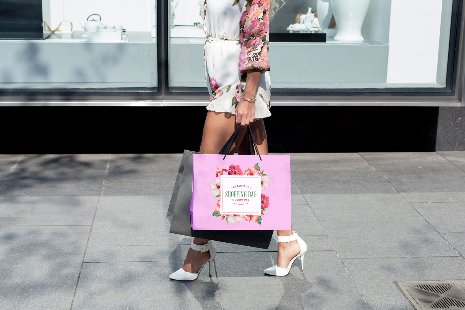 Free-Shopping-Bag-Photo-Mockup-PSD