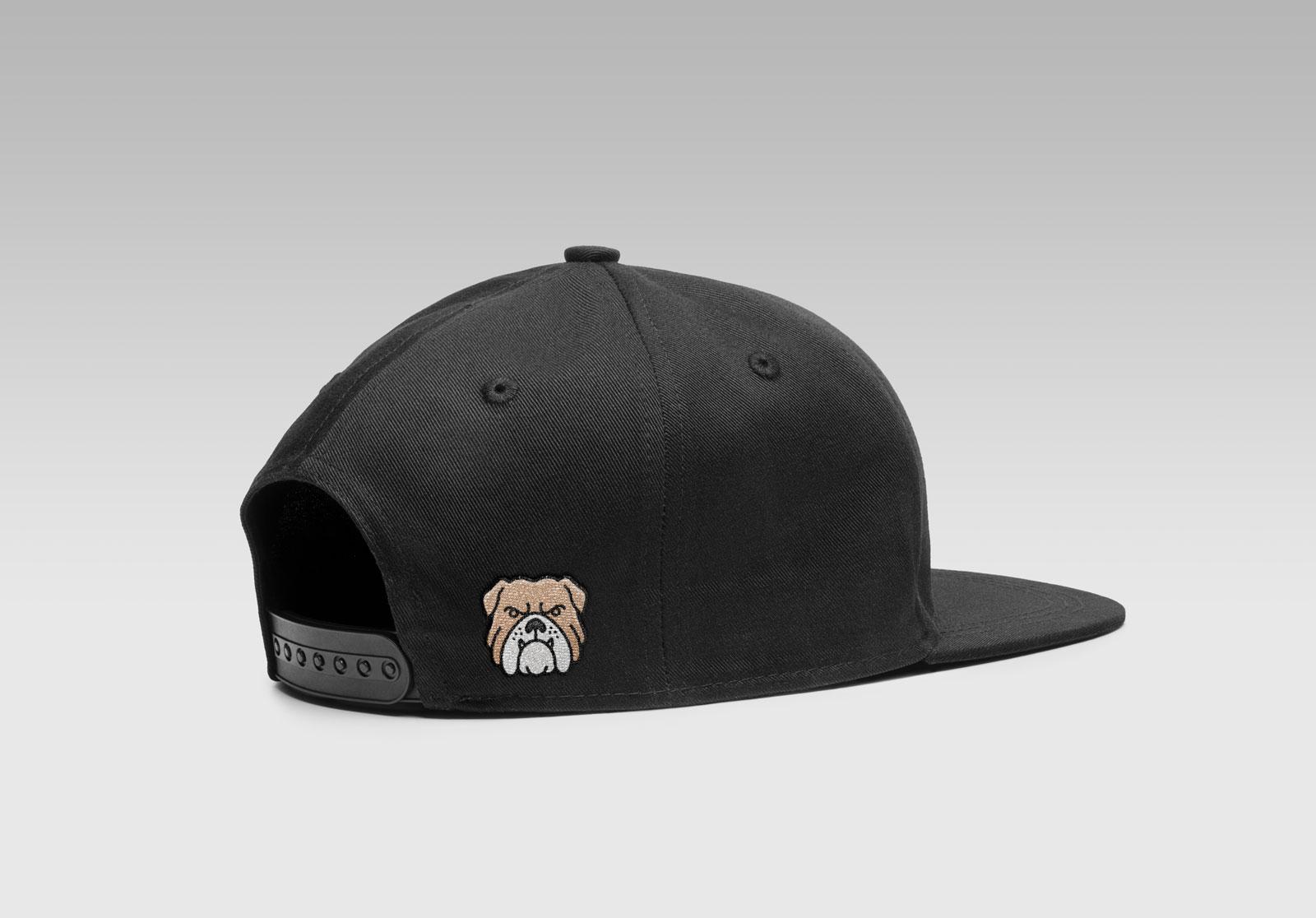 Free-Snapback-Men's-Cap-Mockup-PSD-With-Woven-Logo-3