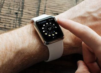 Free-Apple-Watch-Photo-Mockup-PSD-2