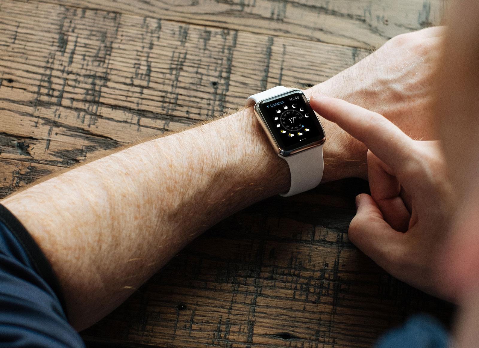 Free-Apple-Watch-Photo-Mockup-PSD