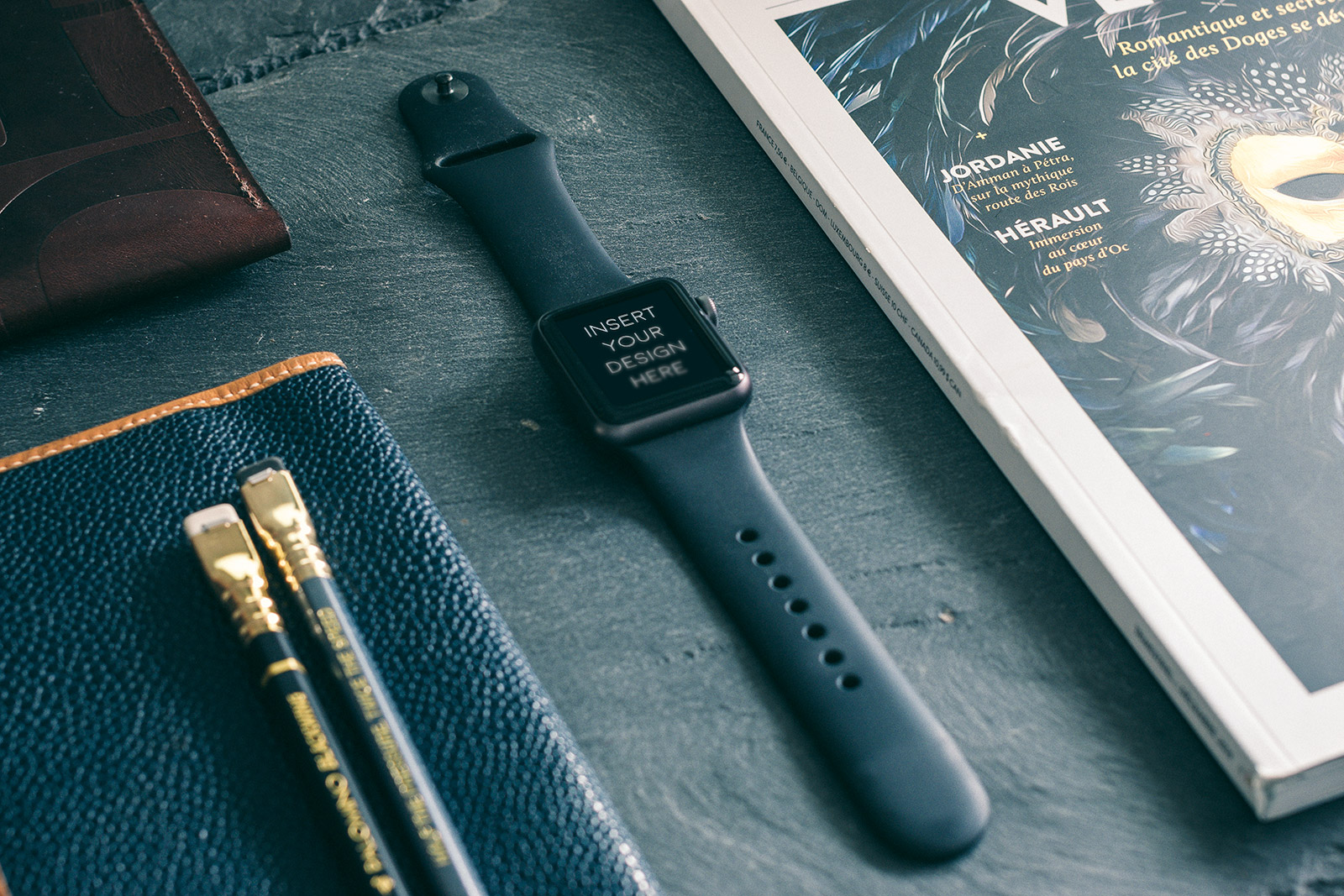 Free-Apple-Watch-Photo-Mockup-PSD