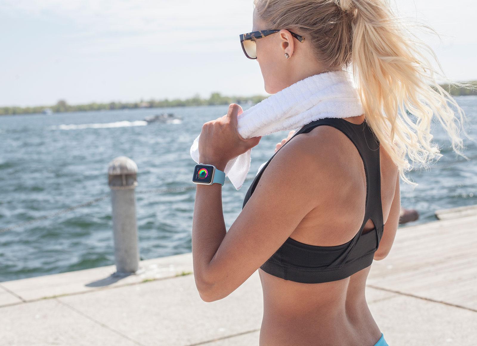 Free-Fitness-Apple-Watch-Mockup-PSD