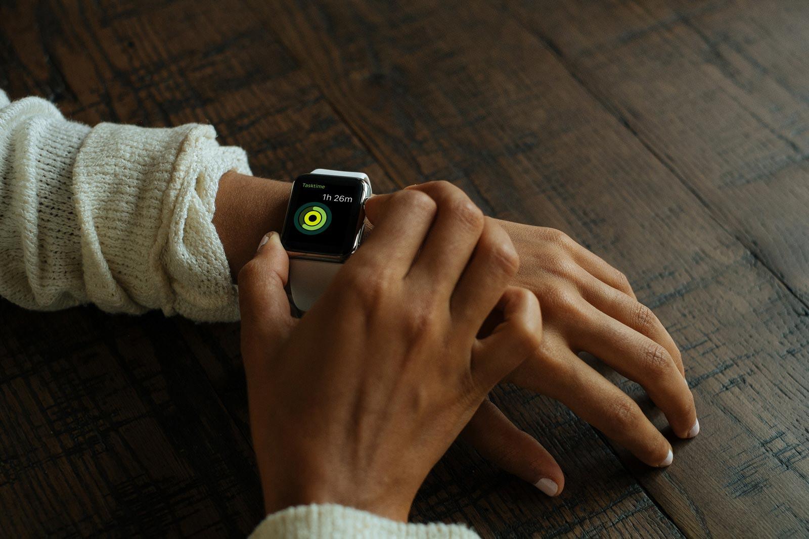 Free Apple Watch Photo Mockup PSD (1)