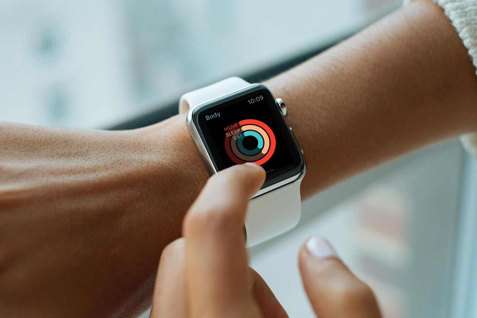 Free Apple Watch Photo Mockup PSD (3)