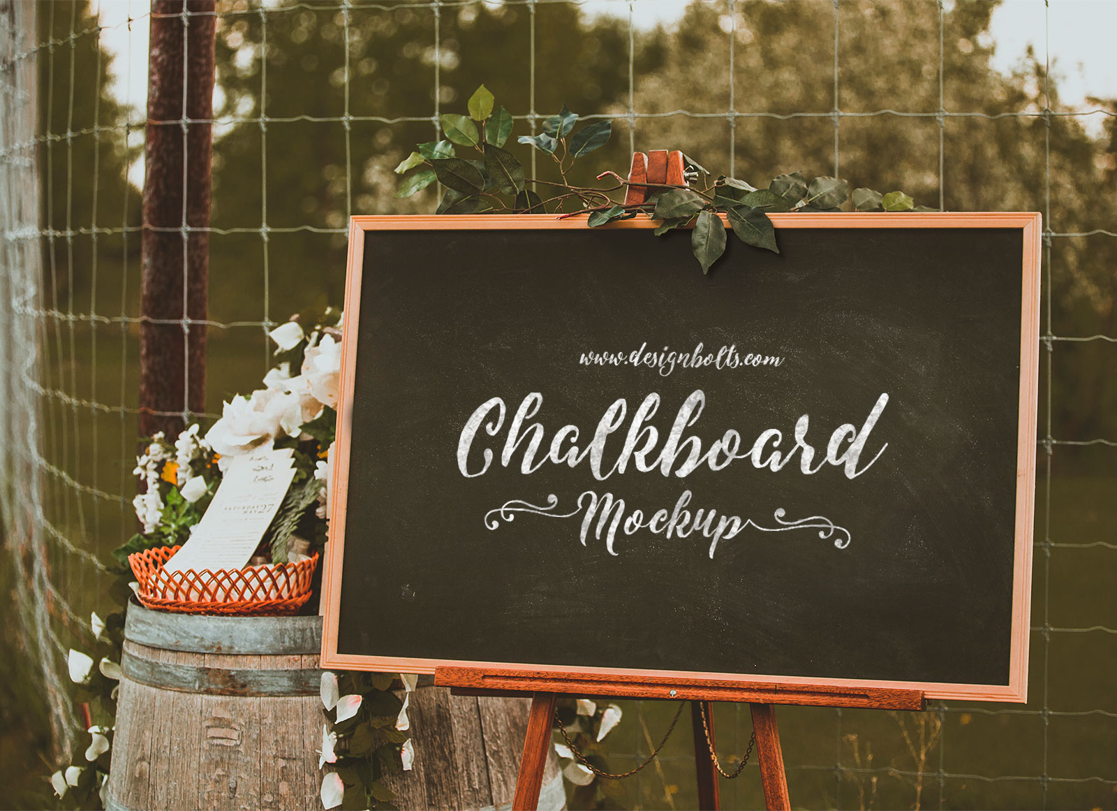 Free-Chalkboard-Mockup-PSD-for-Lettering-&-typography
