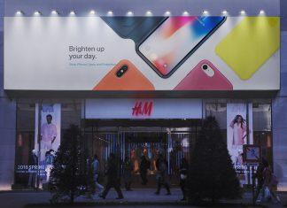Free-Shop-Fascia-Billboard-Mockup-PSD