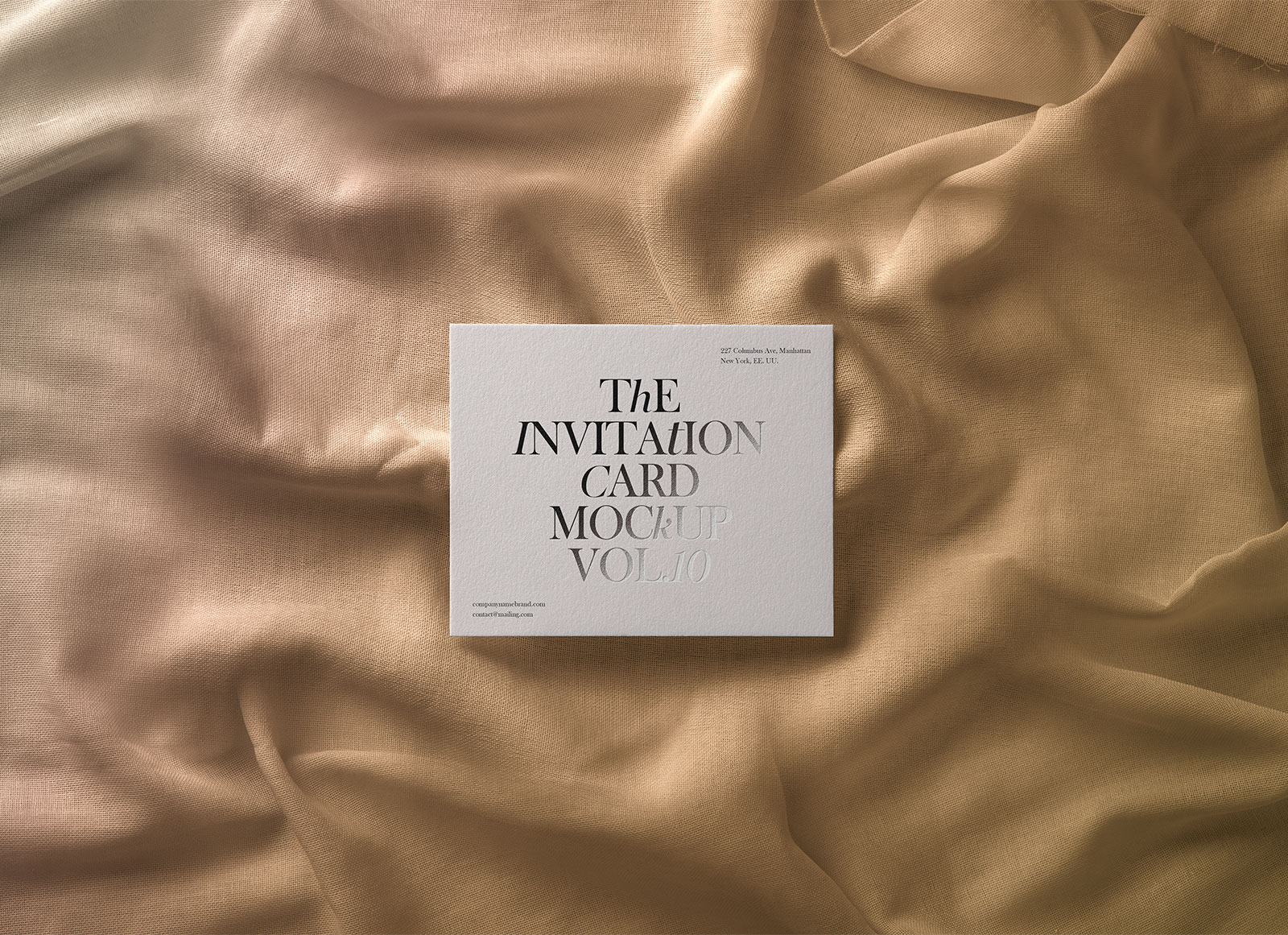 Free-Greeting-Wedding-Invitation-Card-Mockup-PSD