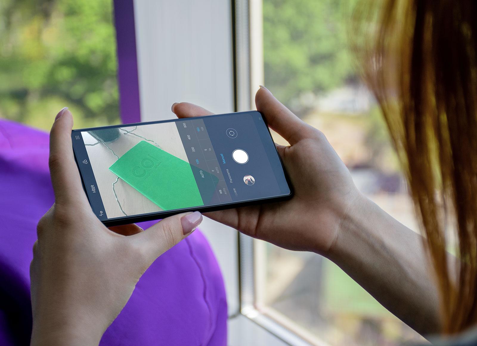 Free-Xiaomi-Mi-Mix-2-Mobile-Phone-in-Female-Hand-Mockup-PSD-3