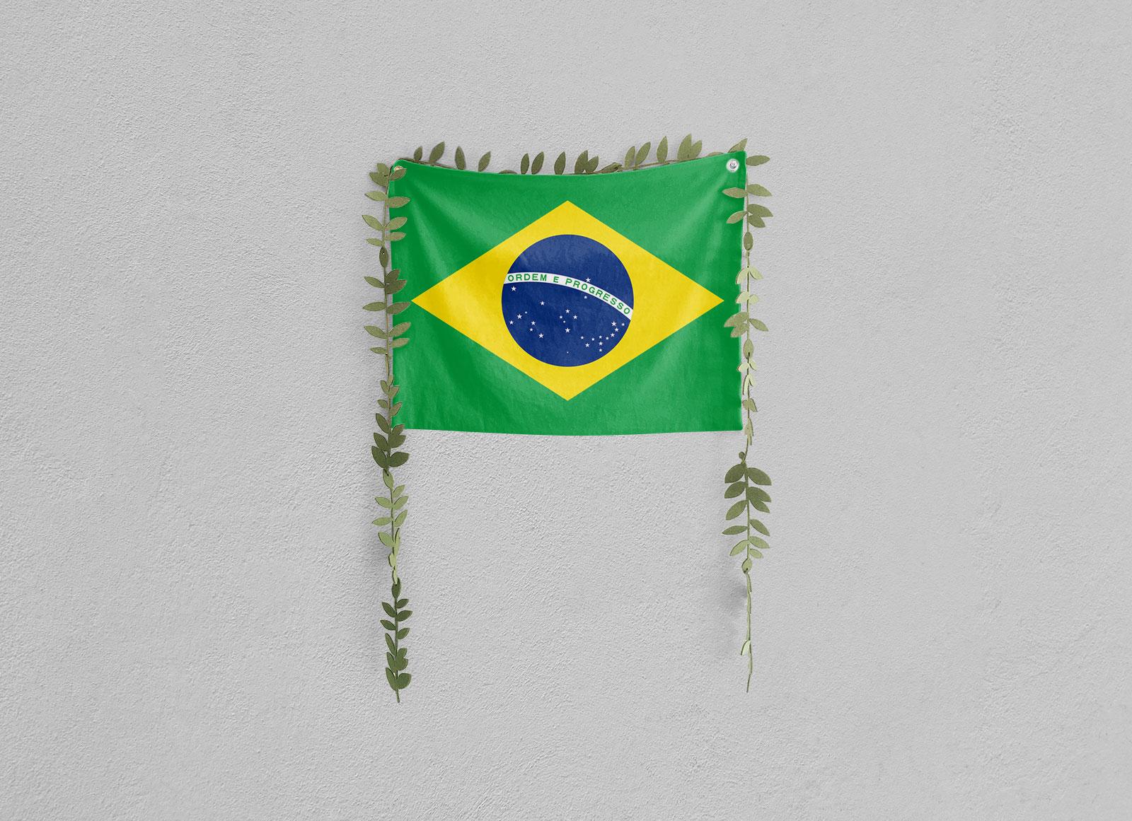 Free-Wall-Hanging-Flag-Mockup-PSD