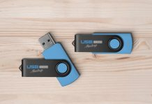 USB-Flash-Drive-Mockup-PSD