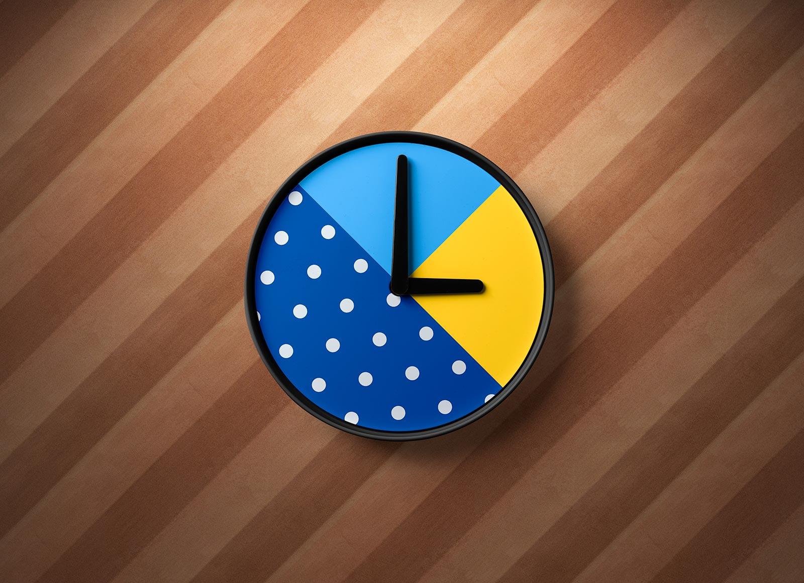 Free-Rounded-Shape-Wall-Clock-Mockup-PSD