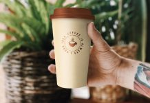 Free Hand Holding 20 oz Paper Coffee Cup Mockup PSD