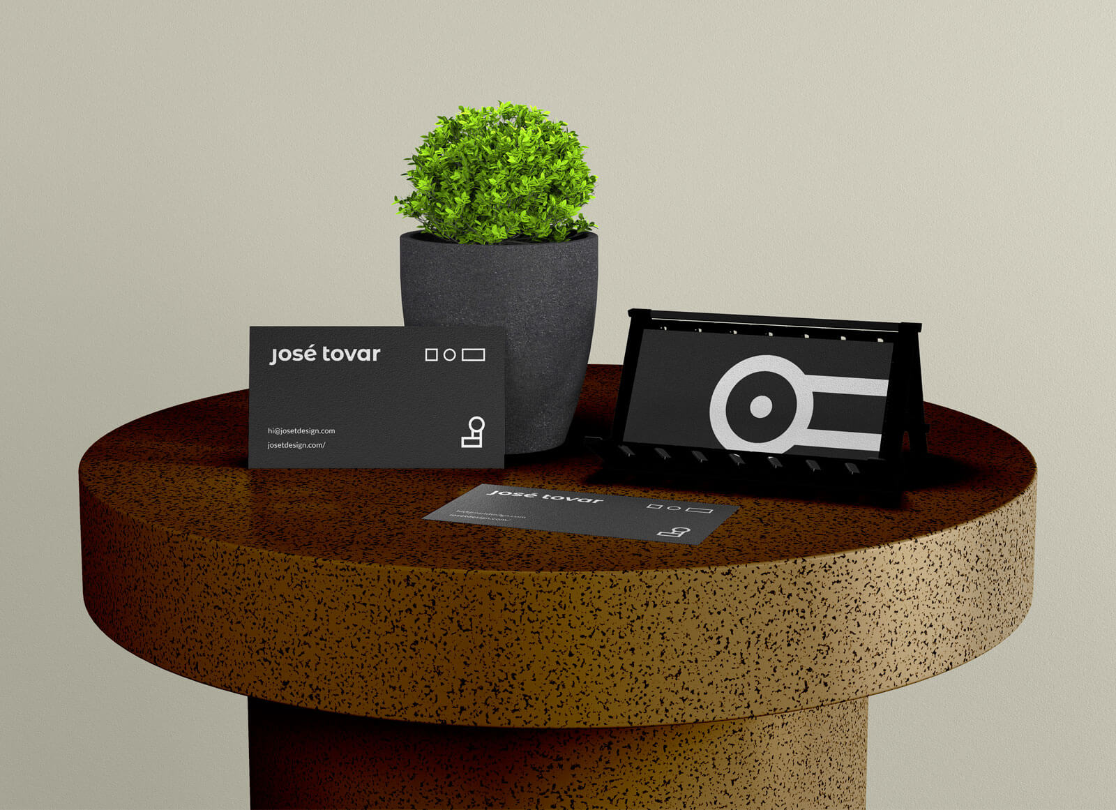 Free Business Card Stand On Table Mockup PSD