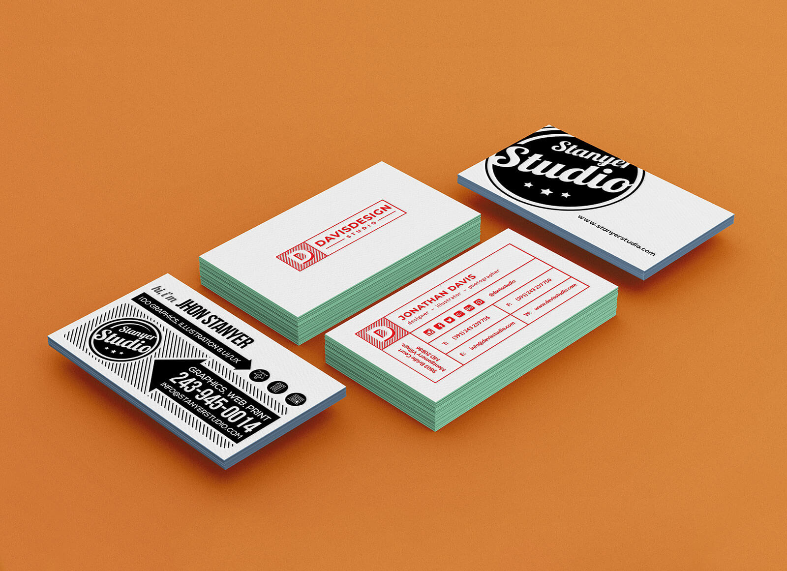Free-Painted-Edge-Business-Card-Mockup-PSD