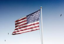 Free-Realistic-Country-Flag-Mockup-PSD