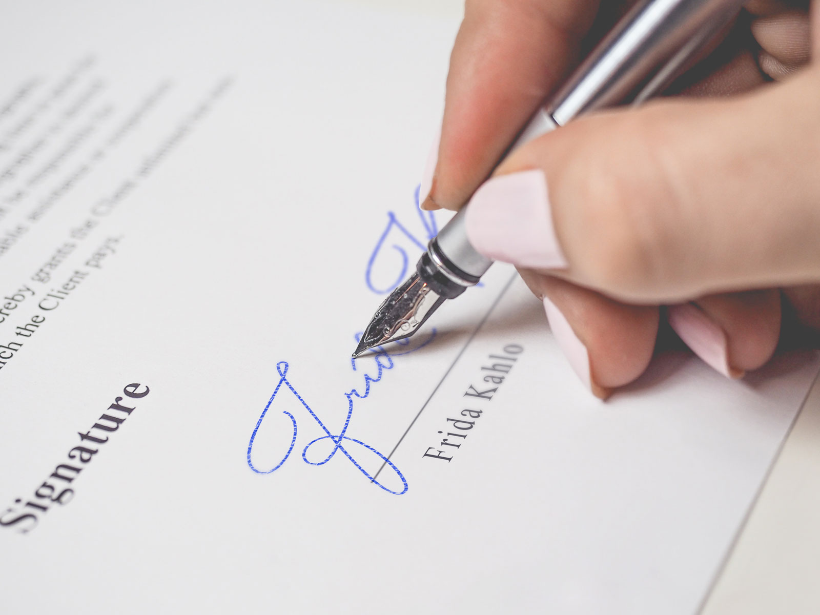 Free-Signature-Mockup-PSD