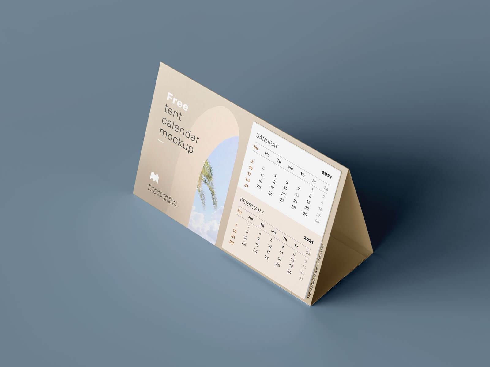 Free Landscape Table Desk Tent Calendar 2021 Mockup PSD Set (1)