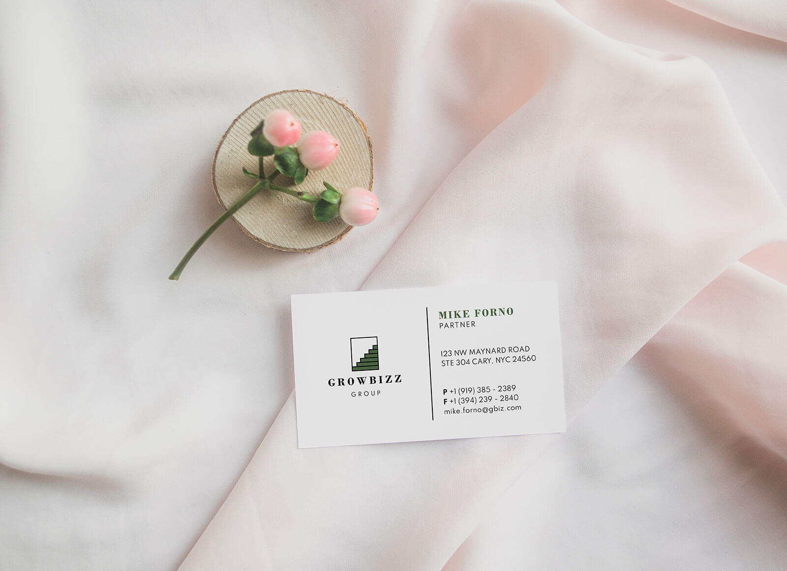 Free-Sophisticated-Business-Card-Design-Template-&-Mockup-PSD