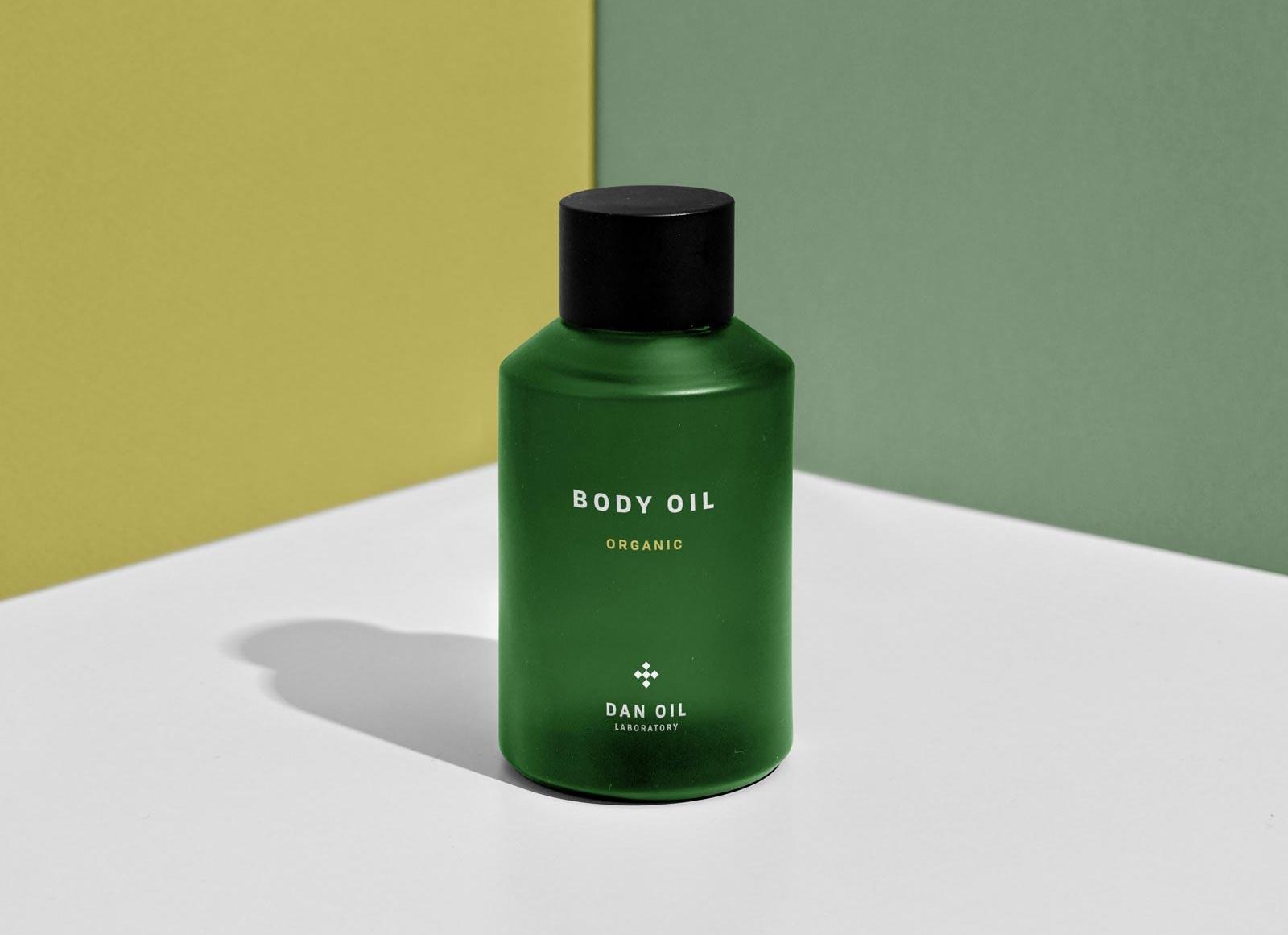 Free-Body-Oil-Bottle-Mockup-PSD